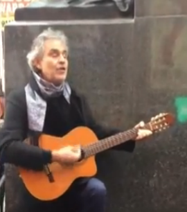 Andrea Bocelli e Coca Cola, a Natale il marketing è virale.