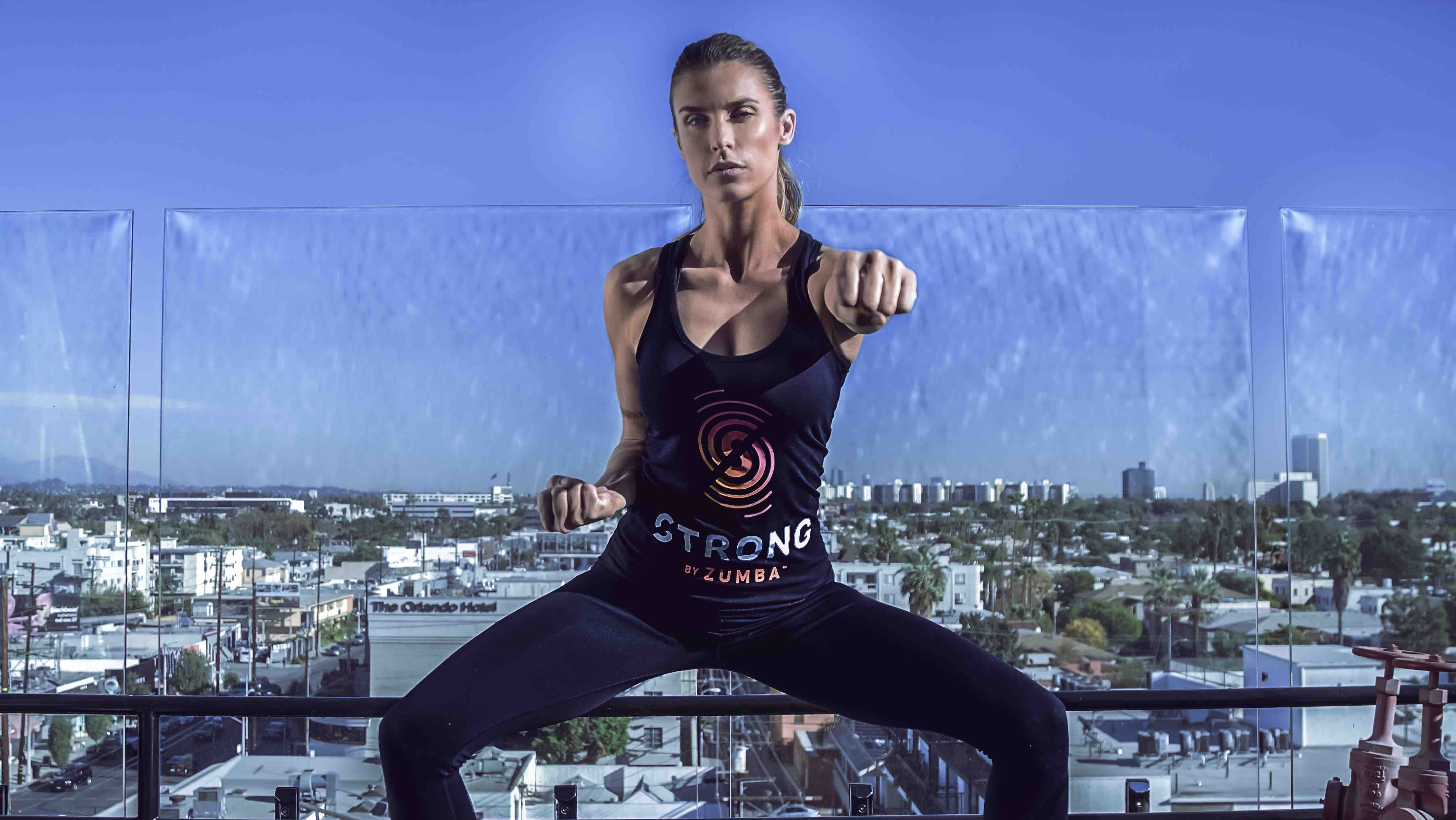 Elisabetta Canalis si allena con STRONG by Zumba